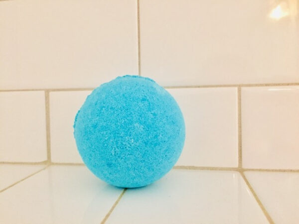 Ocean blue bath bomb for those fighting a cold